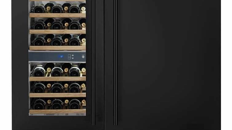 Smeg, Excellence - Réfrigérateur intégrable de 327 litres avec bac multizone et cave à vin intégrable, jusqu'à 54 bouteilles. Afficheur LCD tactile, avec menu fonctions. Modèles RI76RSI et WI66LS. ©Smeg