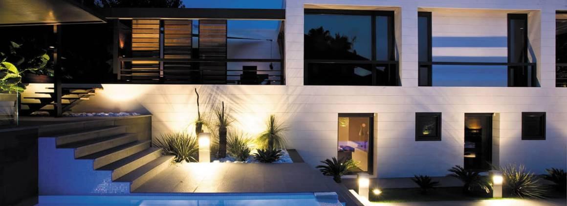 Nouvelle génération d'éclairages LED subaquatiques Lumiplus développée par AstralPool, avec une efficacité énergétique améliorée et une diffusion de la lumière optimale. ©Fluidra