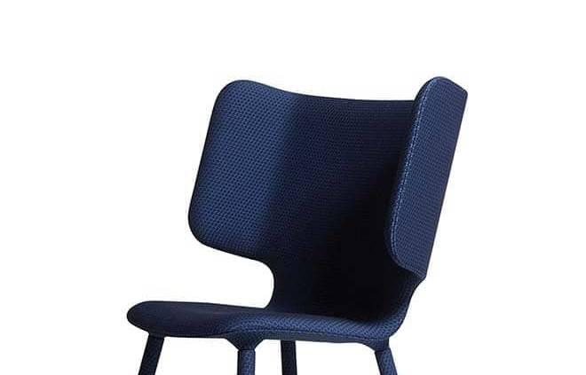 Fauteuil Tembo avec assise « oreilles d'éléphant», disponible en large choix de tissus et textures. Design Noergaard & Kechayas. H 101,5 x L 96,3 x P 81 cm