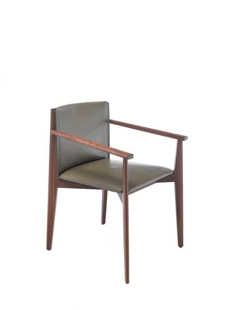 Chaise Ionis avec structure en noyer canaletta massif et assise en cuoietto. H 79 x L 58 x P 57 cm. Design Buratti Architetti. ©Porada 3/