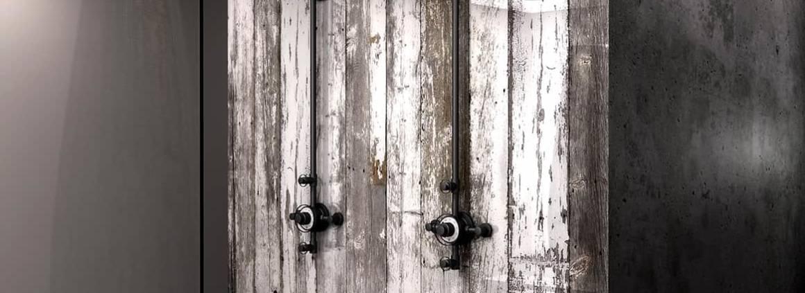 Panneaux de douche en bois de grange blanc et glacé. ©Barn In The City