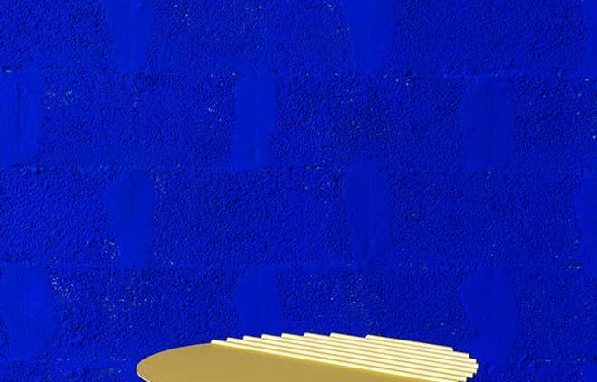 Table basse Wind, en aluminium coloris Jaune Souffre ou Bleu Outremer. Design Victoria Wilmotte. ø 56 x H 30,9 cm. ©Matière Grise