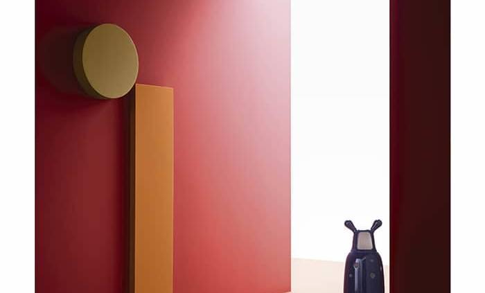 Palette de peintures autour du rouge vif, orangé et mordoré. Design Christian Benini. ©Wall&Decò