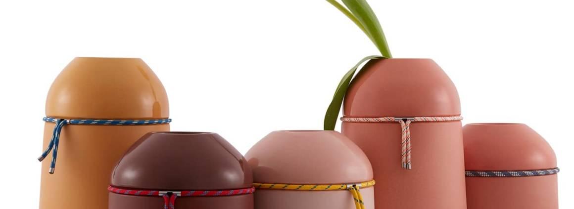 Incipit, Nassa - Famille de vases en terre cuite, décorée avec une corde nautique. 2 dimensions 15,5 x h 14,5 - 26,5 x h 18,5 cm. ©Incipit