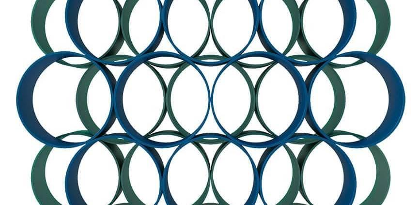 Cappellini, Flower - Bibliothèque constituée d'une accumulation de structures cylindriques en bois teint à l'aniline, pour un effet psychédélique. ©Design Junpei & Iori Tamaki. ©Cappellini