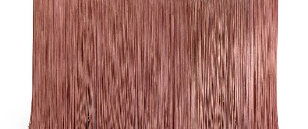Editions Milano, New Tripolino M - Table basse en marbre rose Norvegia, entourée de franges. Design Cristina Celestino. L 90 x P 50 x H 38 cm. ©Editions Milano