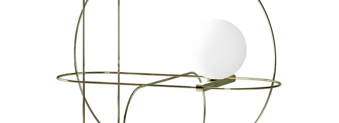 FontanaArte, Setareh - Lampe à poser composée d'une boule de verre satiné blanc soufflé à la bouche et suspendue par une structure fine métallique. Design Francesco Librizzi. ø 48 x 44,9 x 44,9 cm. ©FontanaArte