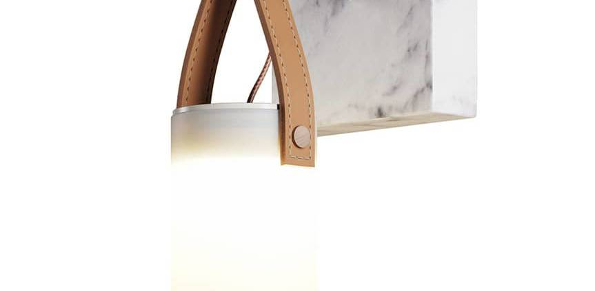 FontanaArte, Galerie - Applique avec diffuseur soufflé en 4 couches de verre (17 x 33,5 cm), sangle en cuir, tige métallique et socle marbre (13 x 13 cm). Design Federico Peri. ©FontanaArte