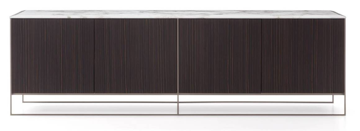 Minotti, Calder Bronze - Console avec structure en métal satiné bronze clair, façades en ébène plaqué laqué mat à pores ouverts et plateau biseauté en marbre Calacatta. Design Rodolfo Dordoni. L 180 x H 55 x P 55 cm. ©Minotti