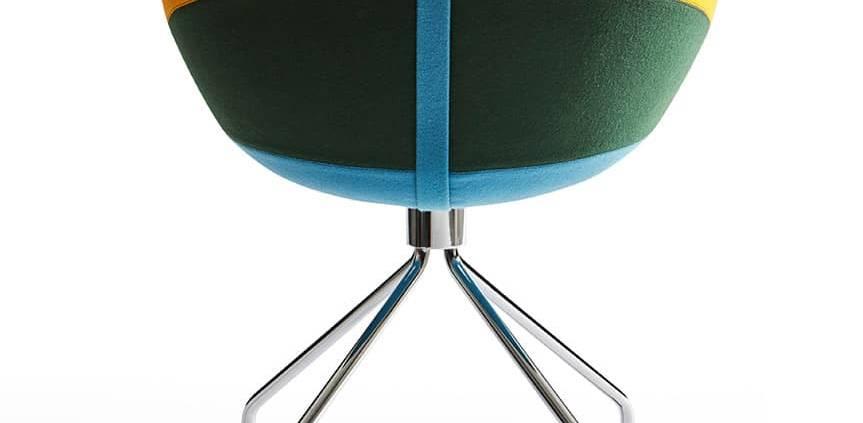 Moooi, Canal Chair - Chaise rembourrée avec coque en tissu et chevalet en métal. Design Luca Nichetto. H 86 x L 67 x P 60 cm. ©Moooi