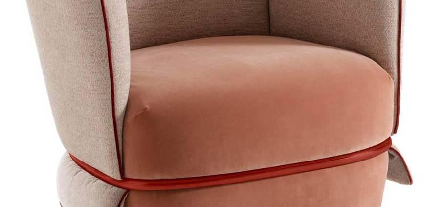 My Home Collection, Chemise - Fauteuil habillé d'un tissu adapté à sa forme disponible dans de nombreux coloris. Ceinture en métal tubulaire. Design Ilaria Innocenti. ©My Home Collection