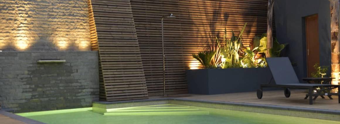 Rénovation piscine par le paysagiste Adonis Paysages, membre du réseau Carré Bleu et l'architecte Sacha Gigant - Photographe Sacha Gigant