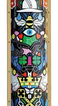Slamp, The Lightning Archives - Lampadaire Tube revisité par Studio Job et inspiré du courant dadaïste. En Opalflex® et Cristalflex®, avec profils en laiton. Modèle Faena Art. 37 x 21 x H 160 cm. ©Slamp
