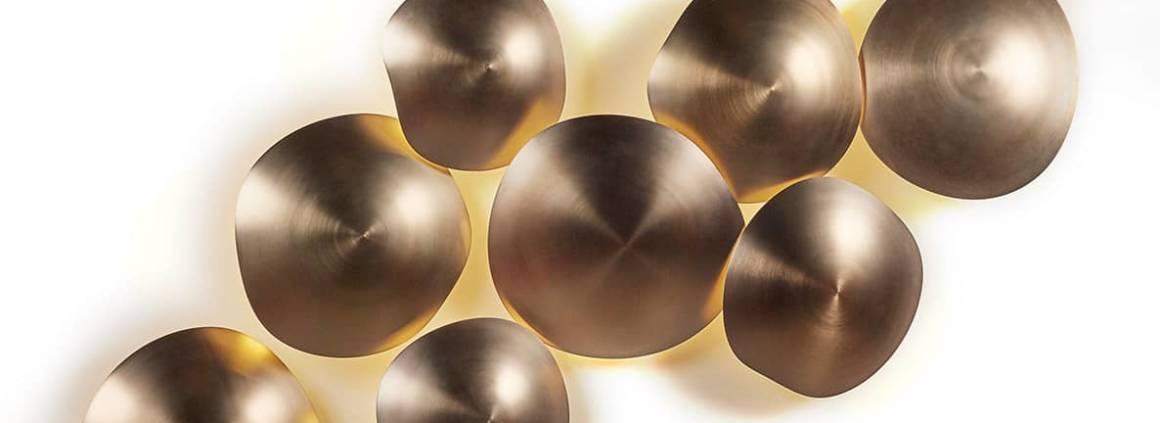 Viso, Chestnut - Applique composée de 4, 6, 9 ou 11 modules métalliques finitions champagne brossé, à personnaliser. Modules de ø 40, 35 ou 30 cm. ©Viso
