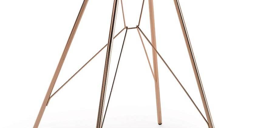 Zanotta, Emil - Table d'appoint en acier finition cuivre poli et plateau en noyer Canaletto massif verni naturel. Design Frank Rettenbacher. H 50 x L 41 x P 34 cm. ©Zanotta