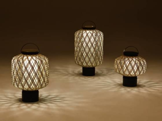 Collection de lanternes The Others, tressées à la main et des yeux en acrylique faits à la main. Individuelles ou à empiler comme un totem. Design Stephen Burks. ©Dedon