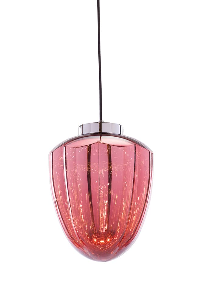 Suspension Martini finition Red On en polycarbonate semi-métallisé - Existe en différentes couleurs à combiner - Source LED - Design Filipe Lisboa - H 302 x 26 cm. ©Viso