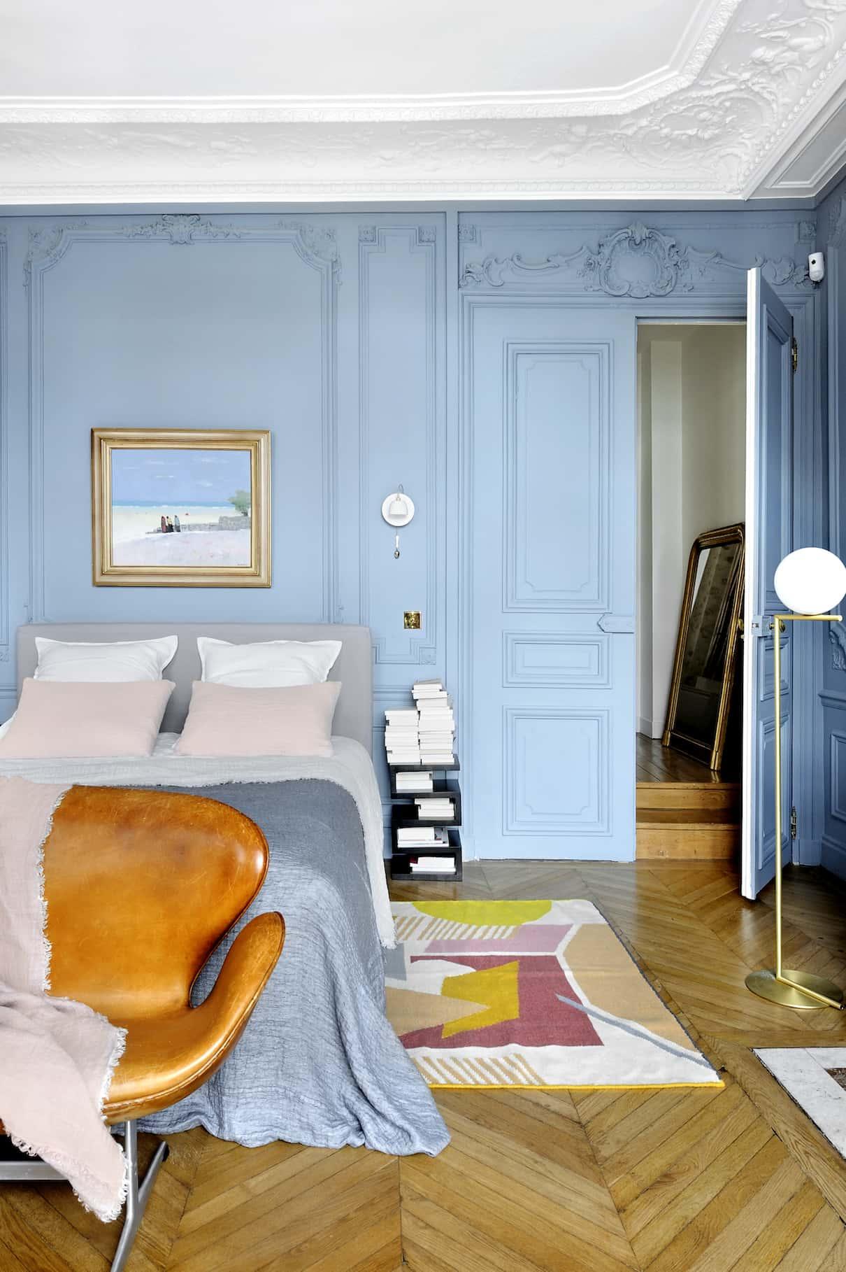 un appartement haussmannien r habilit par l 39 architecte isabelle bouchet. Black Bedroom Furniture Sets. Home Design Ideas