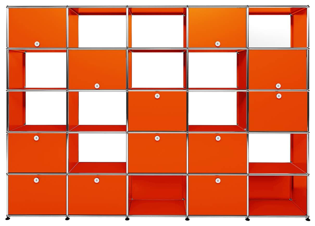Modules de rangement métalliques USM, composables à l'infini, pour espaces tertiaires et résidentiels. Nombreuses configurations des panneaux, accessoires et options. 14 coloris. ©USM Haller