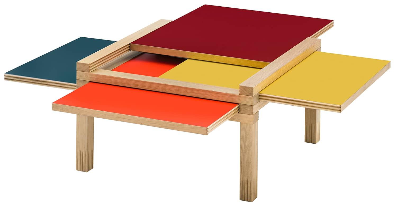 Sculptures Jeux, Par3 - Table basse avec plateaux réversibles et amovibles. En bois massif. Fermée 52,5 x H 40 cm. Design Bernard Vuarnesson. ©Sculptures Jeux