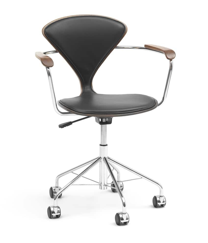 Cherner Chair, Task - Chaise de bureau imaginée par Norman Cherner, en 1958. Structure en bois massif courbé. ©Cherner Chair