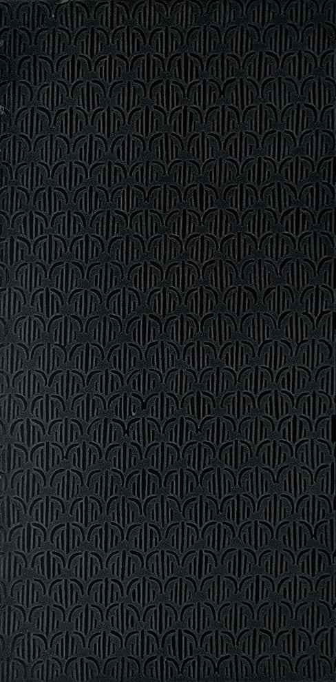 Dalles en pierres naturelles, collection Trame di Pietra. Modèle Archi, coloris Noir Sauvage. 30/40 x 60 ou 40 x 100 cm. Murs et sols. ©TWS