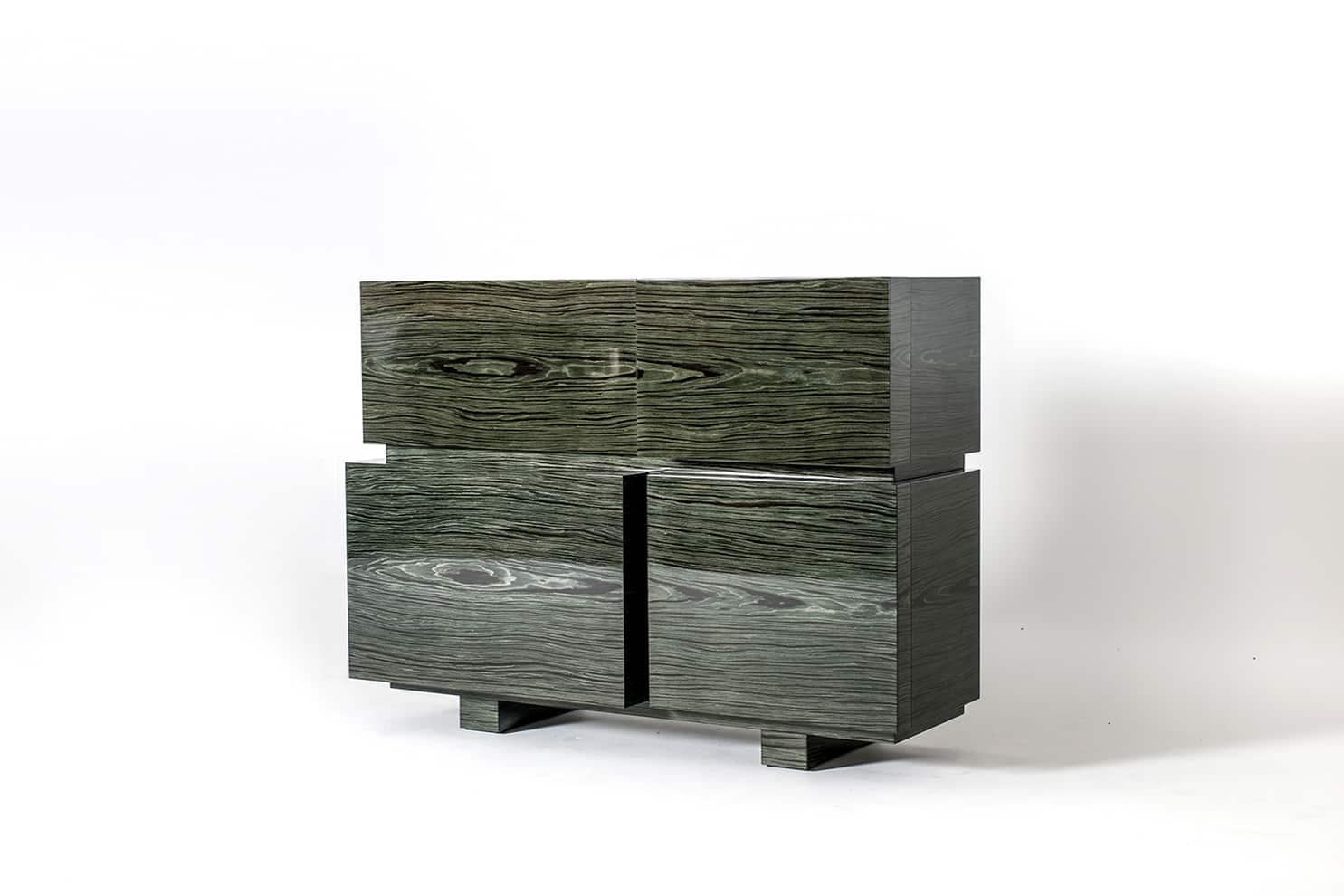Emmemobili, Block - Buffet composé d'unités de différentes dimensions et profondeurs. Version bois brillant, placage intérieur mat. H 123 x L 165 x P 55 cm. Design Ferruccio Laviani. ©Emmemobili