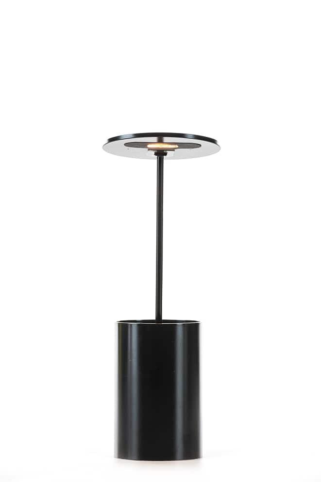 Formagenda, E.T. - Lampe de table et porte-crayons. Tête pivotante. En aluminium enduit de poudre. LED. H 26, 7 cm. Design Benjamin Hopf. ©Formagenda
