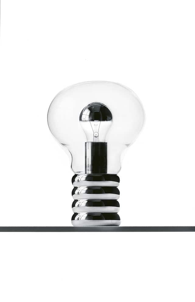 Ingo Maurer, Bulb - Lampe de table en verre de cristal soufflé et socle métal chromé, dessinée par le designer en 1966. ø 20 x H 30 cm. ©Ingo Maurer