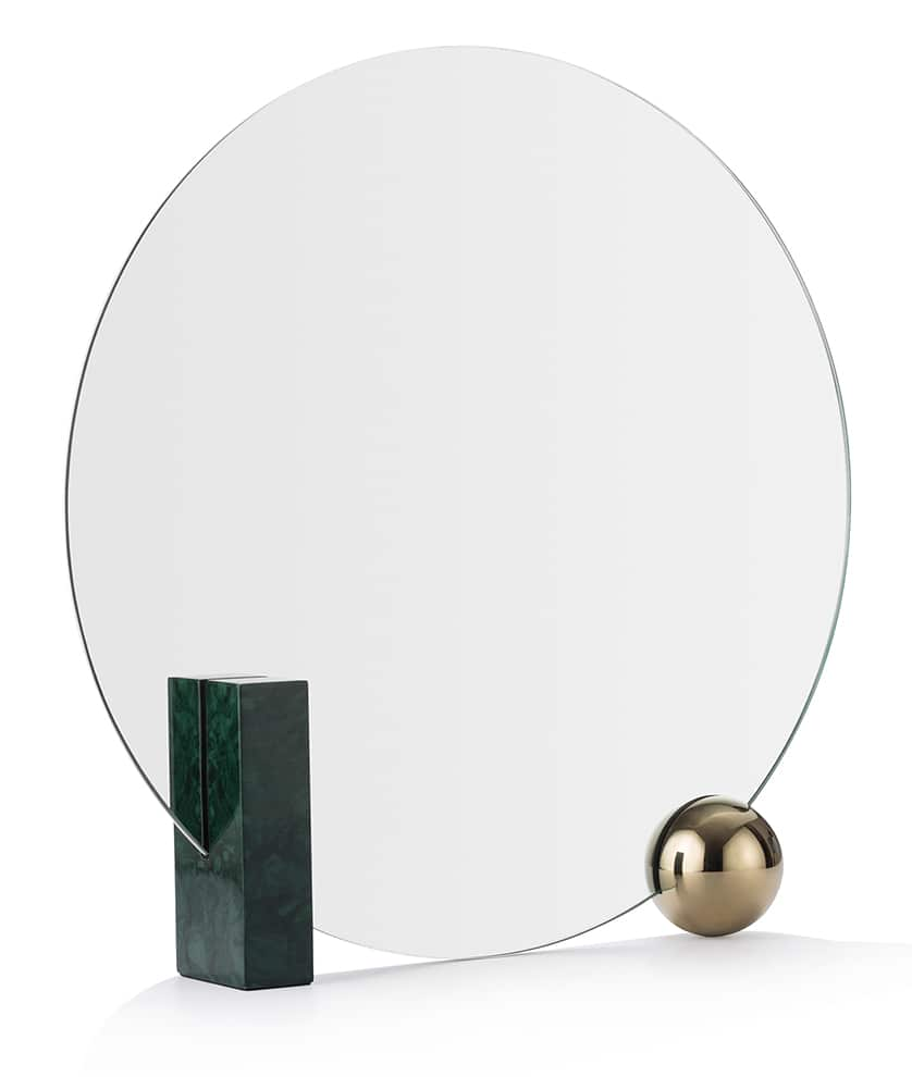 Maison Dada, Looking for Dorian - Miroir de table, en marbre émeraude et finition or. ø 50 cm. Wuu Design. ©Maison Dada