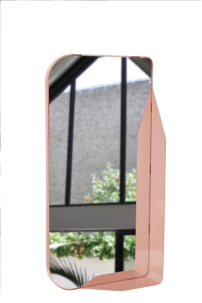 EnoStudio, Dorne - Miroir positionnable à l'horizontale ou à la verticale jouant sur la perception. En acier coloré. H 35 x L 70 x P 10 cm. Design Goliath Dyèvre. ©EnoStudio