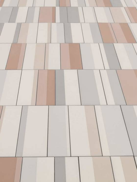 Grès cérame émaillé Piano, à rythmer avec 2 formats 10 x 30 et 7,5 x 30 cm. 5 coloris. Design Ronan & Erwan Bouroullec. ©Mutina
