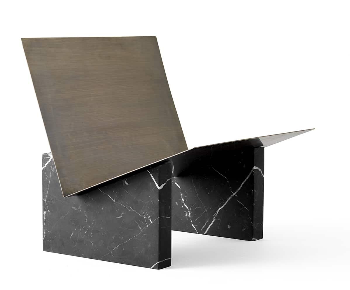 Menu, Monuments - Porte-revues composé de blocs de marbre et laiton. H 30 x L 33 x P 29 cm. Design Dubokk. ©Menu