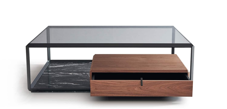 Molteni&C, Teorema - Table basse, expression de la forme et du vide. Tiroir désaxé en noyer américain appuyé sur un marbre 45°. 80 x 120 x H 32 cm. Design Ron Gilad. ©Molteni&C