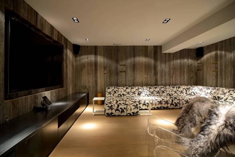 Salle Home Cinema avec meuble en métal créé sur-mesure.