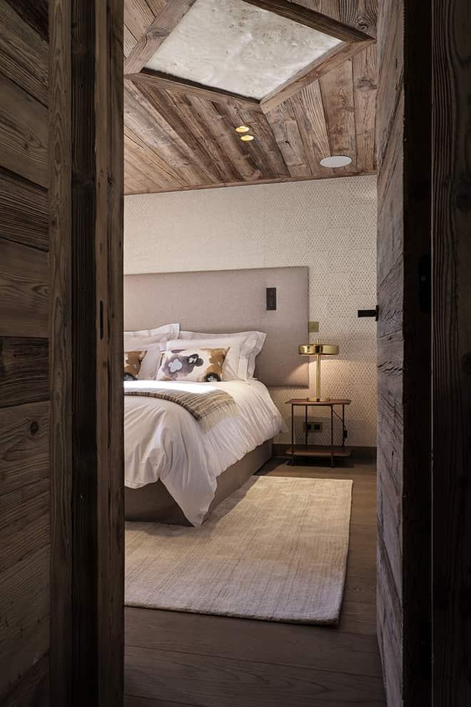 Chalet Luxor Megève - Distillées sur les deux niveaux inférieurs, les chambres domptent les espaces avec un langage unique.