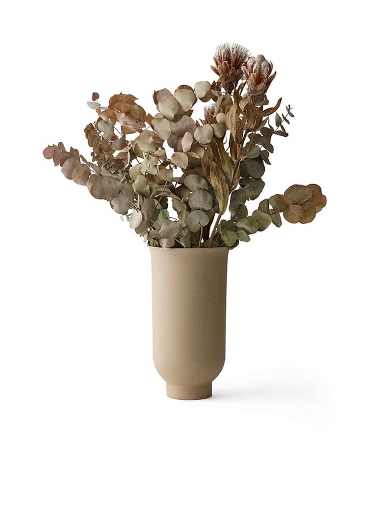 Menu, Cyclade Vase en céramique brute et émaillée. H 20 x ø 11 cm ou H 26 x ø 14 cm. Design Nick Ross. ©Menu