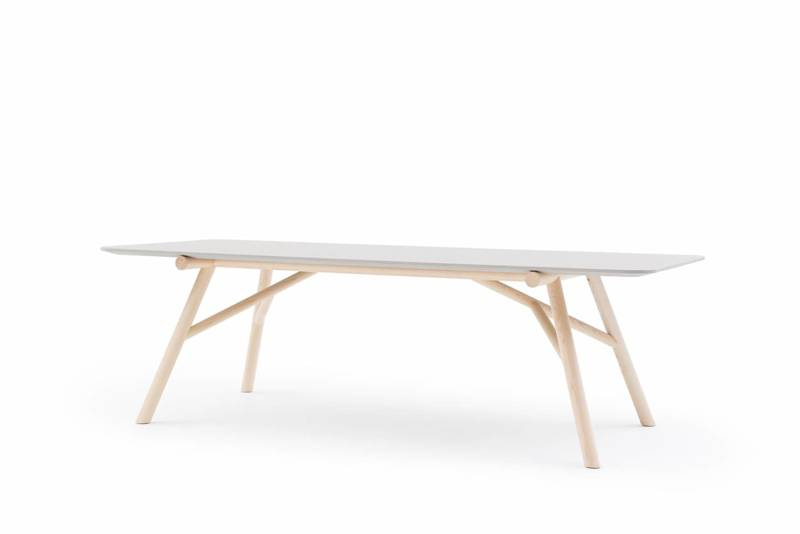 Pianca, Maestro Table en frêne massif et plateau en béton. 240 x 100 x H 74 cm. Design Emilio Nanni. ©Pianca