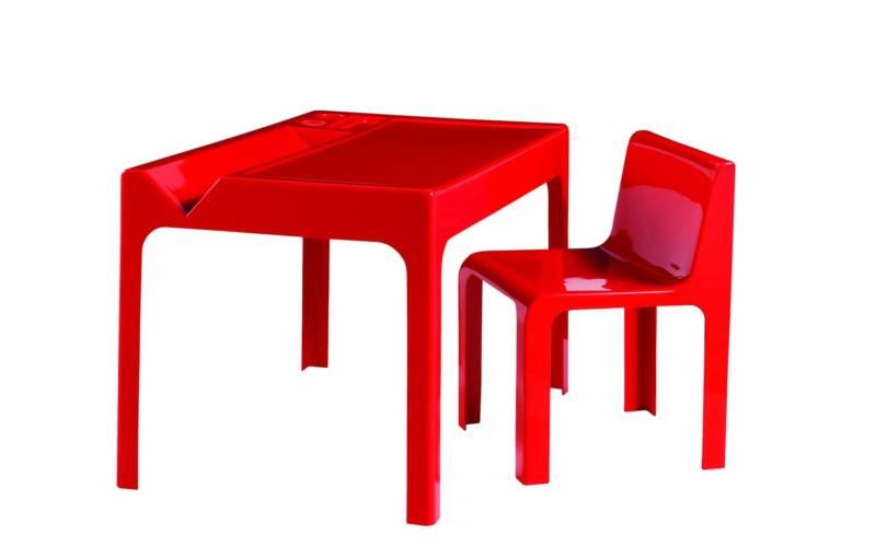 Roche Bobois, Ozoo - Réédition fidèle du bureau et de la chaise créés en 1968. Structure en résine polyester laqué. Bureau L 110 x H 72 x P 72 cm et chaise L 46 x H 72 x P 46 cm. Design Marc Berthier. ©Roche Bobois