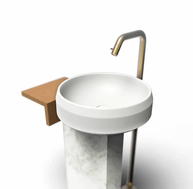 Colonne Lariana en Cristalplant®, libre ou murale, avec vasque déportée, rangement en bois pour masquer les évacuations. Design Patricia Urquiola. ©Agape