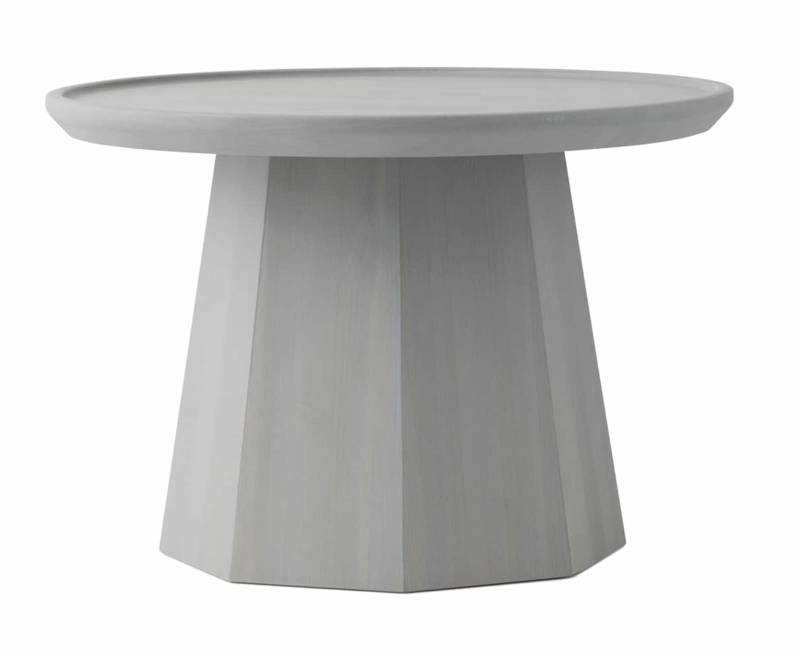 Table d'appoint Pine, en pin massif coloris gris clair. Ø 45 x H 40,5 cm ou ø 64 x H 44,5 cm. Design Simon Legald. ©Normann Copenhagen
