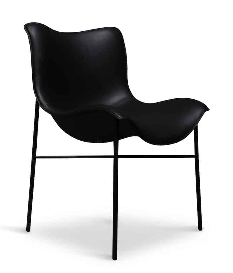Assise Mantle, imaginée comme une cape lancée sur une chaise. Design Iskos-Berlin. ©Handvärk