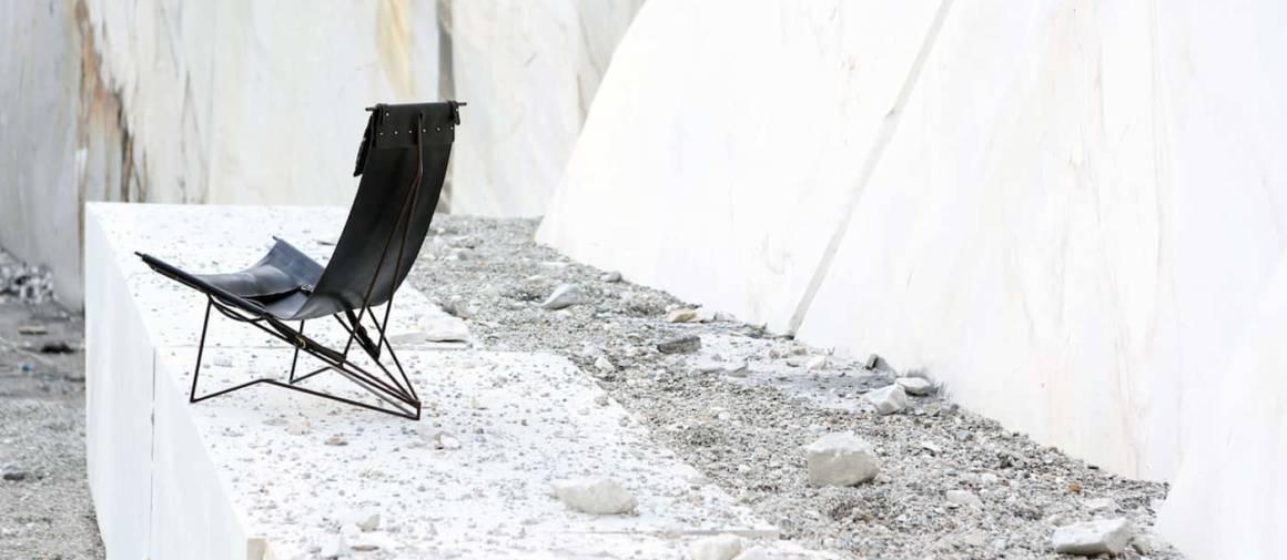 Chaise Venezia, en fer et cuir diffusé par Nilufar Gallery, Milan. ©Marco Lavit Nicora