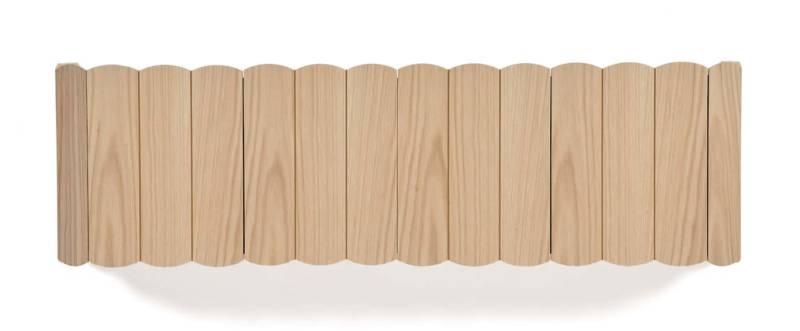 Étagère murale Fanny, en MDF plaqué chêne naturel et détails des portes en laiton brossé. Design Nathanaël Désormeaux & Damien Carrette. ©Hartô