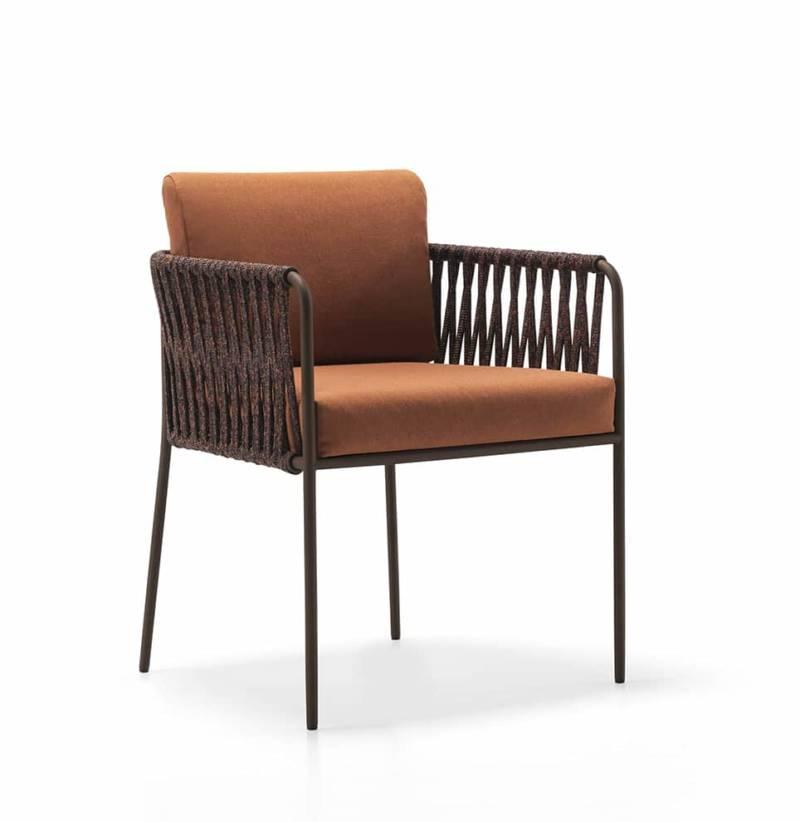 Fauteuil Nido en tube d'acier inoxydable poudré, corde de polyester tissée et assise en Batyline® Senso (60 x 82 cm). Design Javier Pastor. ©Expormim