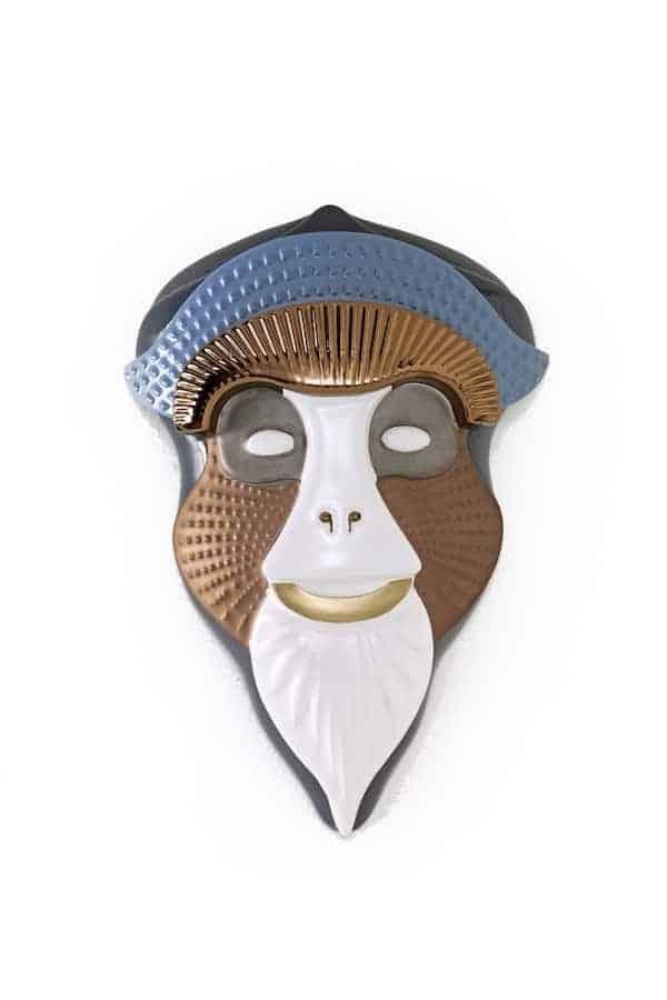Masque mural Primates, modèle Mandrillus, en céramique fine, vernis et métaux précieux. Design Elena Salmistraro. ©Bosa