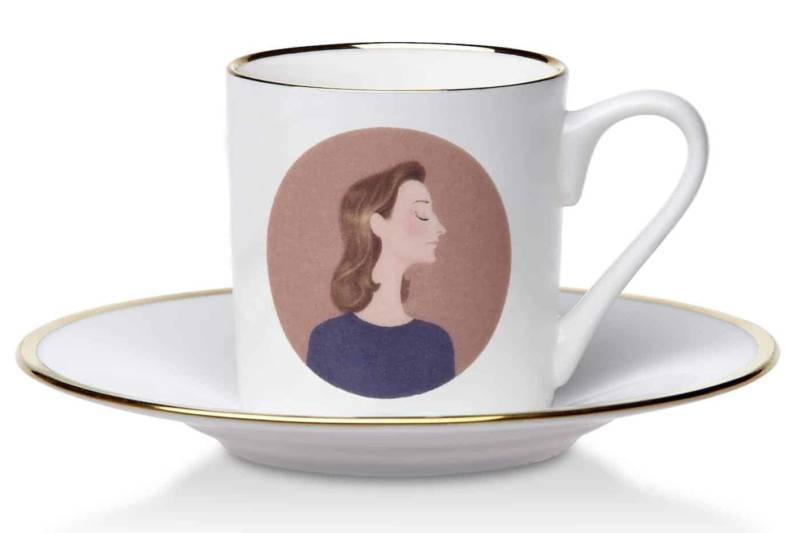 Tasse Fashion représentant la styliste Miuccia Prada. Porcelaine de Chine, avec cercle en or 24 carats. ©ConSept