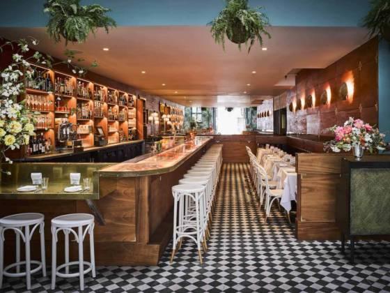 Leo's Oyster Bar - Bar