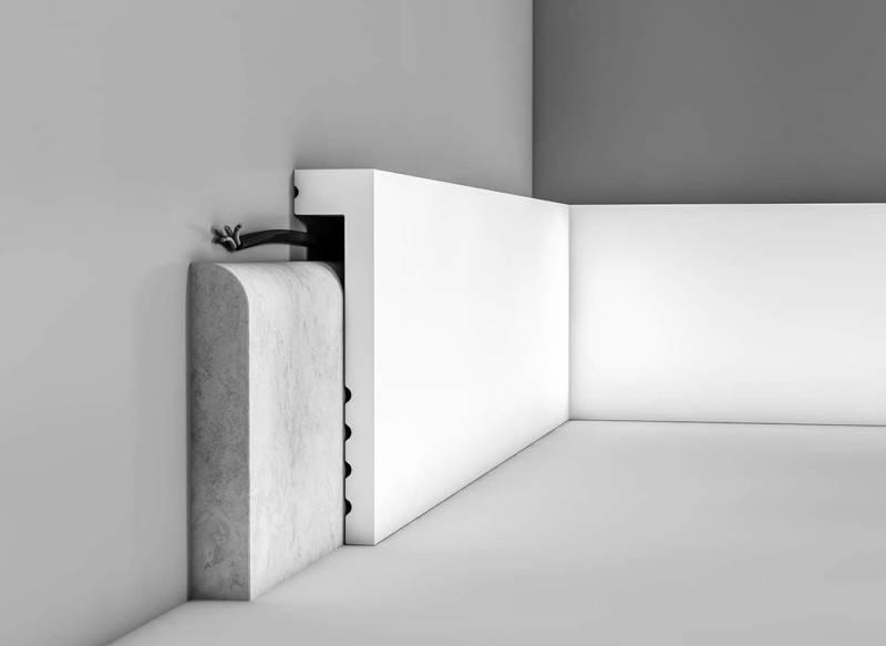 Superplinthe couvrante à peindre et résistante à l'eau. Peut être collée sur une plinthe existante difficile ou impossible à retirer. Solution simple et décorative pour masquer les câbles électriques. 3 finitions : Cascade, Contour et Square présentée ici (200 x 10 x 2,2 cm) ©Orac Décor