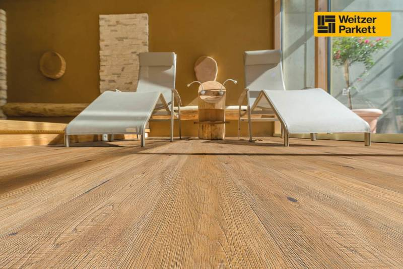 Parquet Charisma monogame, chêne texturé noueux, chanfreiné, huilé ProVital Finish (prêt à l'usage). Lame 2245 x 193 mm. Ép. 14 mm. Compatible plancher chauffant. ©Weitzer Parkett